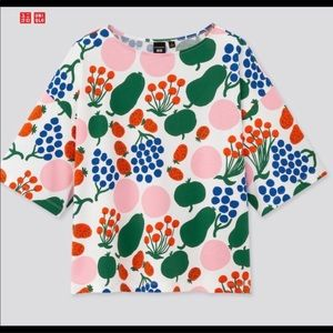 UNIQLO fruity boxy tee